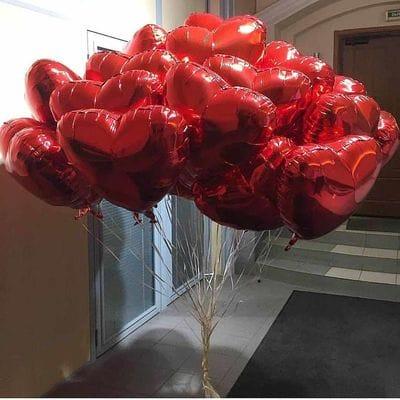 Фонтан шаров из сердец