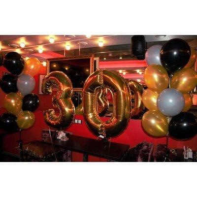 Украшение с фонтанами шаров на 30 лет