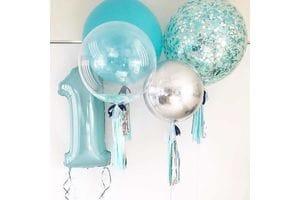 Голубая цифра на год и большие шары