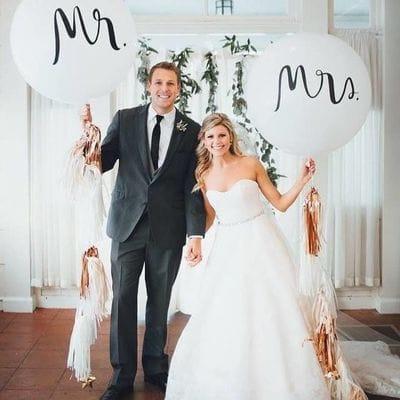 Большие шары с надписями и бахромой на Свадьбу